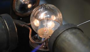 Light bulb manufacture